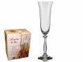 nove čaše za šampanjac