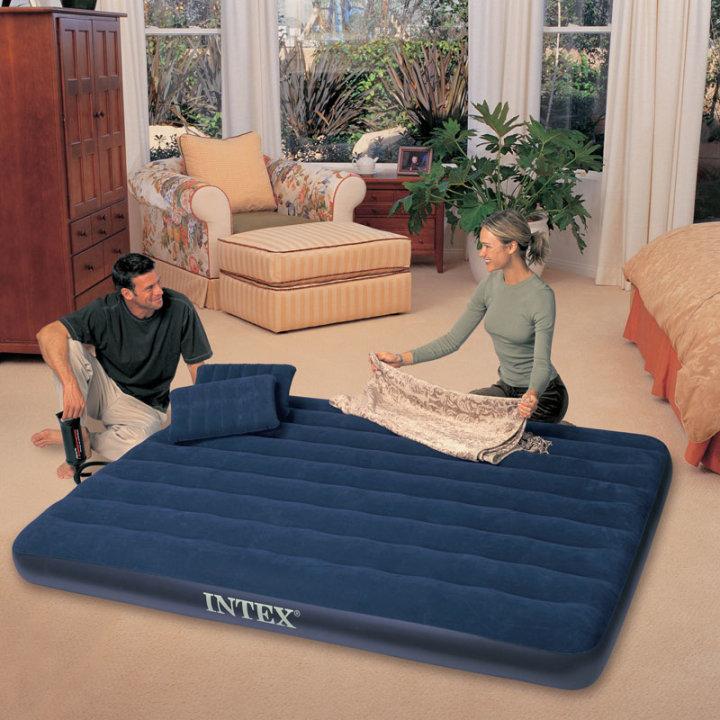 Intex napihljiva postelja za dve osebi z dva vzglavnika in tlačilko
