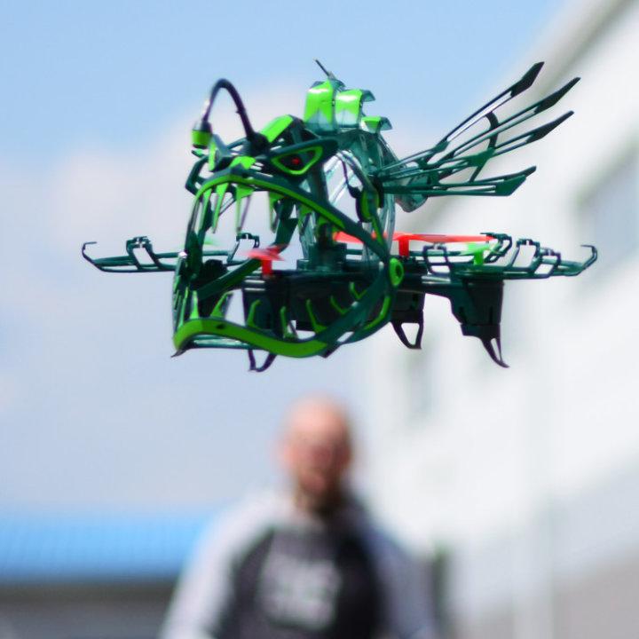 DRON ANGLER ATTACK S SVETLOBO