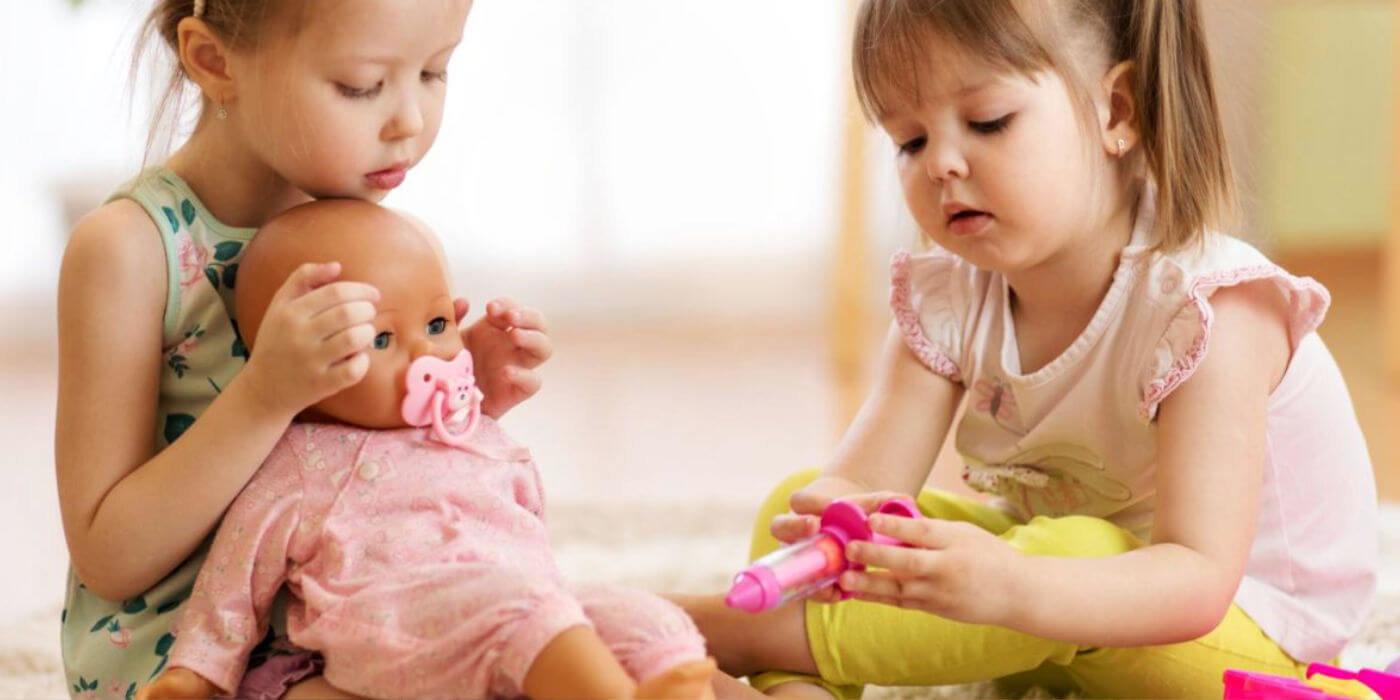 Otroške lutke in zakaj je igra z njimi nujna v odraščanju